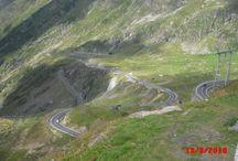 """Transfăgărăşan / Drumul """"printre nori"""", asa cum este el supraintitulat, se afla situat pe Drumul National 7C. Traseul incepe din localitatea Bascov a judetului Arges si se termina in localitatea Cartisoara a judetului Sibiu."""
