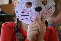 2015 lekcja eduk. w przedszkolach Chatka Puchatka / 2.12.2015 w dwóch oddziałach Niepublicznego Przedszkola Montessori obyły się lekcje edukacyjne Rozumiem Mruczka.  Podczas zajęć, dzieci stworzyły kocie maski, poznały budowę kota i formy komunikacji, stworzyły mapę szczęśliwego kota. Uczestniczyły także w rozmowach na temat bezdomności zwierząt i sposobach pomocy, szczególnie w tak trudnym okresie jakim jest zima.