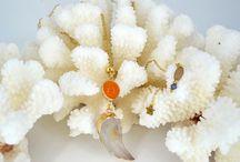 Jewels made by Amalia// Orange Wing necklace. Gemstone handmade jewel / Boho style pendant necklace with beige and orange gemstones and gold plated chains.