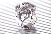DONA / Pieza única. Oro Blanco + Diamantes. Engaste de grano (pavé) + Acabado brillo.  Diseño Nuria Parrado Sarandeses. Fabricación Tamíz Joyeros - Galicia.