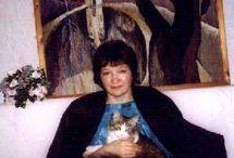 котохудожник Татьяна Радионова (Tatyana Rodionova) / Татьяна Родионова о себе – «Я живу в пригороде Петербурга. У меня 5 кошек. Все они живут на свободе, т.е. когда хотят приходят, когда хотят уходят иногда надолго. Зимой приводят своих друзей подхарчиться. И служат для меня источником вдохновения.