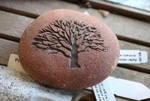 engraved peble