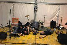 Dopo una serata a mille ci prendiamo un po' di meritato riposo, ma tranquilli, siamo sempre in volo ✈ #MayDay #PhaseInversion #rock #punk #guitar #bass #drums #powertrio