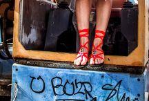 Sandály RIBBONS / Hravé stuhy v barvách duhy.   Vázací stuhové sandály. Svobodné, barevné, zábavné a pohodlné! Vyrobeno ve Španělsku . Atraktivní design, hit letošního léta.