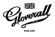 GLOVERALL / Fondato nel 1954, Gloverall è un brand britannico fortemente legato alla storia del montgomery. Una storia che affonda le sue radici nella Marina Brittanica, precisamente in quei capi caldi realizzati ad hoc per affrontare il freddo dei viaggi in mare aperto. Il risultato è la realizzazione di capispalla resitenti con tessuti pregiati adatti per affrontare anche i freddi più pungenti.
