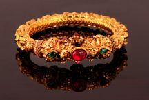 Try on the Traditional Jewelry / Select from the finest range of Traditional Jewelry