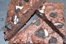 Delicious Gooey Brownies by Post / Gooey handmade brownies delivered direct to your door. Various flavours including snicker, oreo, double chocolate, bounty, chocolate orange and mars