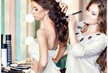 Make-up und Brautfrisur  Hochzeit Rheine / Lassen Sie mich dazu beitragen, dass Ihr schönster Tag im Leben als Braut unvergesslich wird. Denn wenn Kleid und Frisur gewählt sind, fehlt noch als I-Tüpfelchen: ein festliches Braut Make-up, das Ihren Typ unterstreicht und dennoch natürlich wirkt.