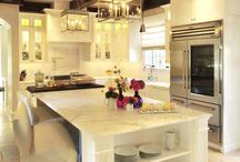 Kitchens / by Holly Costa