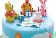 Winnie the Pooh cakes, cupcakes and cookies