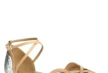 sapatos, sandálias e afins.