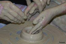 Kezek az agyagban & Hands of clay / Lipcsei Ágota gyerekekkel korongozik