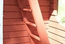 Aitan kunnostus / Vanha aitta saa uuden ilmeen valkoisesta sisämaalista ja uudesta kerroksesta punamultamaalia.