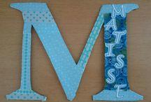 bricolage avec du carton / Première lettre du prénom découpée dans du carton et décoration avec du washi tape