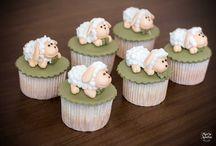 Cupcakes / Cupcakes personalizados para seu evento.  Conheça nossos produtos em nosso site www.mariaameliadoces.com.br