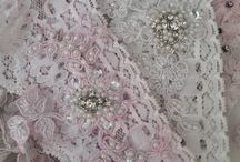 Accessories / Beautiful garters, hair pieces and other accessories to complement your wedding dress.