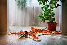 Бенгальский тигр / Согласитесь, тигр - это экзотика. Кто-то заводит дома живого тигра, а мы придумали лучше! Эта помпоновая шкура тигра сразу создает экзотичное настроение в комнате! Такой ковер можно разместить где угодно, ведь он  не только красивый, но и функциональный!
