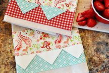 DIY Tea Towels / Beautiful decorated tea towels that you can make