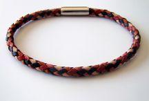 Bracelets de cuir tressé, collection Damier / Bracelets de cuir tressé en rond, à six brins. Fermoir magnétique en acier inoxydable.