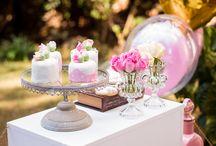 Estação do Amor - Mini Wedding Rosas / Um Stand para Doces sofisticados como Mini Bolos, Biscoitos Decorados e Bem Casados. Ideal para um Mini Wedding ou para completar a sua festa de Casamento!