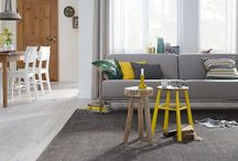 Vloeren   Laminaat / Met de druktechnieken van tegenwoordig zijn de dessins van laminaatvloeren bijna niet meer van echt hout te onderscheiden!
