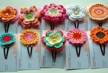 agrafe cu flori crosetate