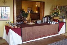 Rose Lodge / Rose Lodge is a thatched lodge stylishly decorated with ethnic colonial touches and situated between the spectacular mountain scenery and the shores of the Atlantic Ocean, 30 minutes from Cape Town.  A super spacious sitting room with open log fireplace, and charming breakfast room add to the ambience of Rose Lodge in Noordhoek.  Enjoy sea views from the pool and deck or horse ride along the nearby magnificent Noordhoek beach, deep sea fishing, diving and golf close by.