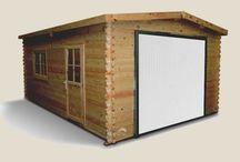 Garages en bois  / Le bois est un matériau chaleureux qui s'intègre particulièrement bien dans n'importe quel extérieur, n'importe quel jardin. Brute ou repeint, il doit être traité afin de conserver toutes ses qualités et sa très haute résistance.