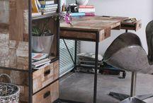 Desks שולחנות עבודה וסקרטרים