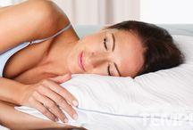 Comfortabele kussens van Tempur / Een goede lichaamshouding tijdens het slapen is belangrijk. Zorg er altijd voor dat de ruggengraat recht blijft waardoor rug- of nekklachten al snel worden verminderd