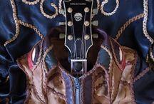"""Fu・Shi・Cho 不死鳥Leather Jacket / ジャパンレザーアワード2013 Web投票特別賞受賞作品 Bobby Art Leatherボビーアートレザー http://bobby-art-leather.com/ """"Fu・Shi・Cho"""" 不死鳥 Bobby Art Leatherなりのとびっきりのスタンダードは """"大自然の恵みや資源を大切に使い切ること"""" ハギレとなった上質な日本のレザーを 再生のシンボルでもある不死鳥をモチーフに 身にまとうレザーアートとして再構築 100年先も愛され続けてゆけるよう祈りを込めて・・・"""