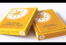 2- Het doosje zonneschijn / Het doosje zonneschijn is een mooi vormgegeven doosje met 72 fotokaarten van 15x10cm. Op elke kaart staat een korte boodschap, opdracht of tekst ter inspiratie om je bewust te maken hoe je in kleine stappen meer tijd, energie en positiviteit kunt creëren in je leven. Het doosje is hier te bestellen: http://martavansitteren.nl/product/doosje-zonneschijn/