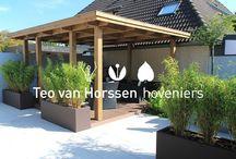 Onderhoudsvriendelijke kleine achtertuin / Een strakke eigentijdse achtertuin met royale overkapping en minimaal onderhoud.