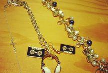 Smycken / Smycken jag fått eller köpt av kreativa människor. Men också en del ur och penn eller glitter!
