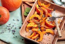 Smacznie i jesiennie / Sezonowe, jesienne smakołyki. Aromatyczna zupa z dyni, pyszne ciasto ze śliwkami i obłędne dania z grzybami w roli głównej.