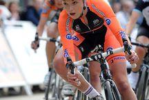 自転車女子のレーサー