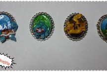 Camafeos / Camafeos de base metálica, adornados con figuras de porcelana fría!! :)