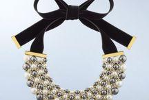 Col plastron brode perles