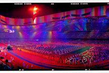 "BEIJING2008 / 鸟巢""是2008年北京奥运会主体育场。由2001年普利茨克奖获得者赫尔佐格、德梅隆与中国建筑师李兴刚等合作完成的巨型体育场设计,形态如同孕育生命的""巢"",它更像一个摇篮,寄托着人类对未来的希望。 本组照片是使用360度全景胶片相机拍摄的。"