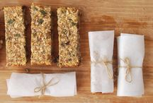 Banana Oat Energy Bars / These bars are ideal as a pre-workout snack. They're filling, chewy and naturally sweetened by bananas. They're vegan, sugar-free, oil-free, gluten-free and soy-free.