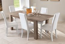 Aggiungi un posto a tavola / Sorrisi, risate e divertimento sono al centro di pranzi e cene in famiglia.