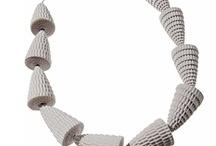 collane di cartoncino ondulato