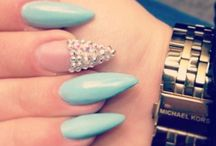 Nails with Rhinestone  / by Micaela Jaquez