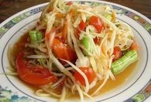 Sum tum thai / Thai healthy green papaya salad call som tum Thai
