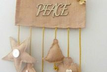 Burlap Craft Projects & Tutorials / Burlap and Calico crafts patterns and tutorials. make your own burlap home decor items and decorations.