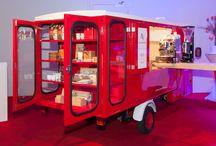 Koffiebar / Onze Smaakvolvo is te huur als foodtruck voor festivals en evenementen. Deze oude Volvo Duett heeft een uitschuifbare koffiebar en kan op elke locatie draaien.   #mobile #coffee #bar #volvo #tuktuk #eenhoorn