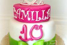 Princess Cake 2 / Coroncina in pasta di zucchero fatta a mano,una pò di polvere fatata..perlescente... crema pasticcera, gelatina di fragole e scaglie di cioccolato bianco!! Et Voilà!!! Auguri Principessa Camilla per il tuo decimo compleanno!!!