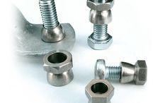 Rohrschellen, Pfosten, Schutzrahmen / Befestigungsmaterial für Ihre Schilder wie Rohrpfosten, Schilderschutzrahmen, Rohrschellen und anderes Aufstell- und Befestigungsmaterial.