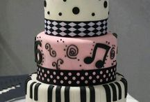 Cake and cupcake ideas / by Sharer OfPins