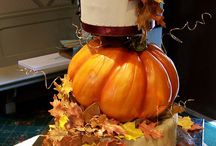 Cakes with Fall Leaves /  #fall #autumn-cake #cakecentral